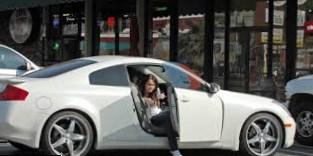 Miley Cyrus   car