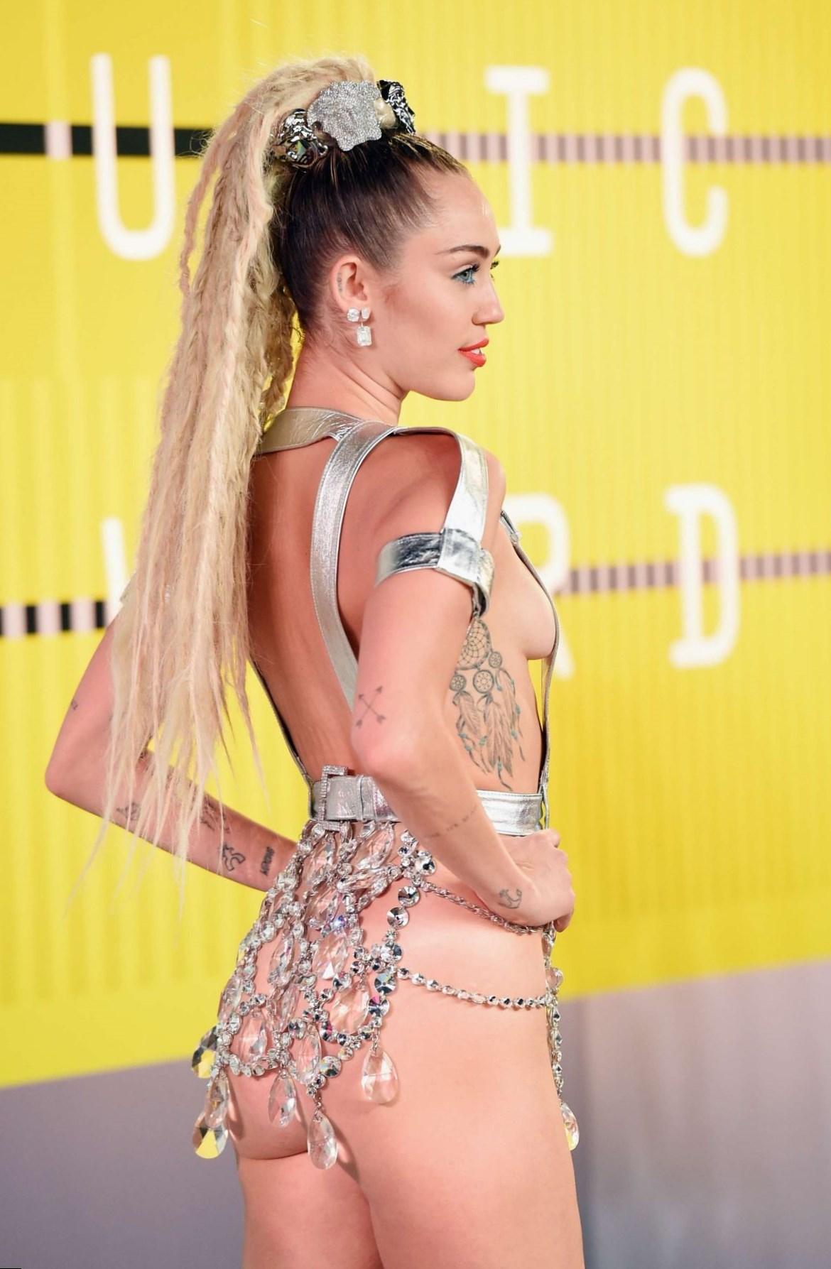 Semi Nacktfotos von Miley Cyrus