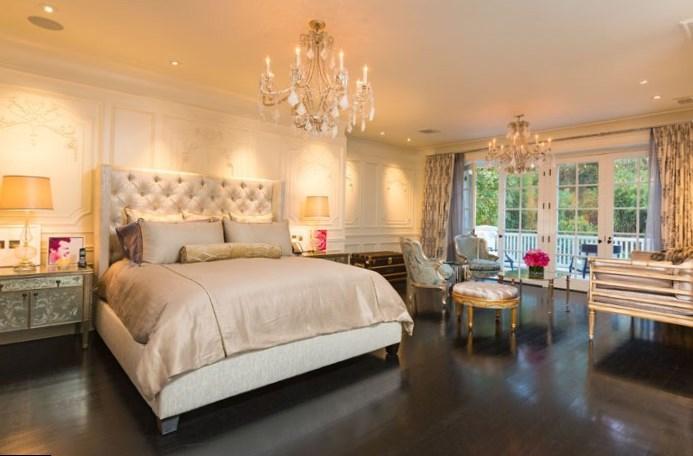 Jennifer Lawrence  Beverly Hills Mansion