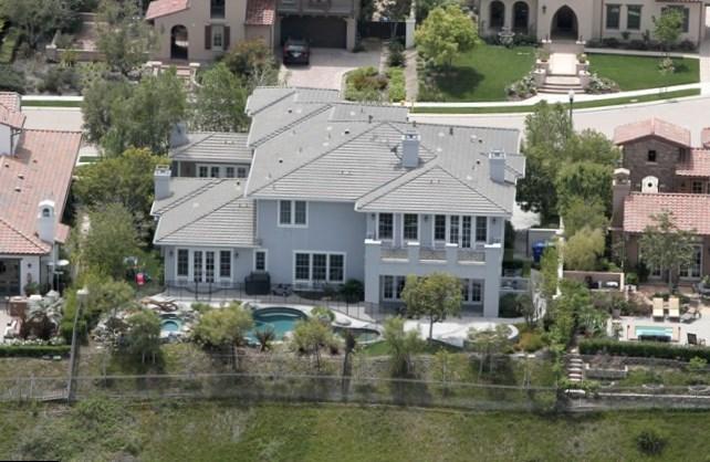 kourtney kardashian net worth salary house car
