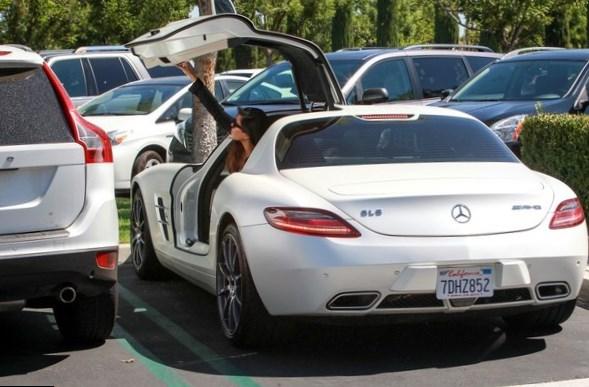 Salary At Mercedes Benz >> Kourtney Kardashian Net Worth - Salary, House, Car