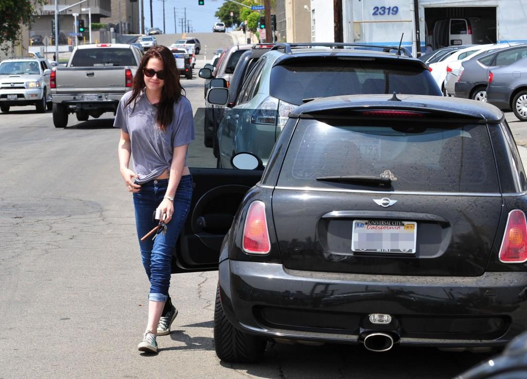 2016 Dodge Magnum >> Kristen Stewart celebrity net worth - salary, house, car