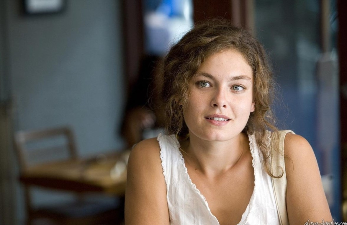 Alexa Davalos net worth