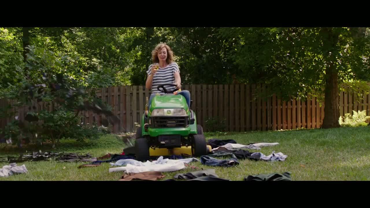 Allison Janney in The Duff