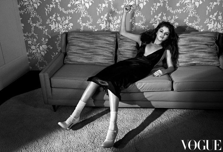"Selena Gomez on Australian ""Vogue"" cover"